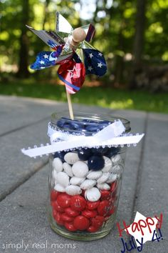 Easy and decorative 4th of July table topper!