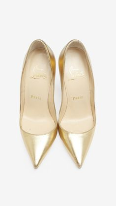 Christian Louboutin Gold Pump | VAUNTE there's nothing like gold shoes!
