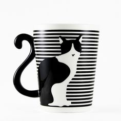 If you're a crazy cat lady, then this cat mug is for you! It's so cute and lovely with the tail as the handle! A perfect gift for a pet lover! Cat Lover Gifts, Cat Gifts, Cat Lovers, Pottery Painting, Ceramic Painting, Ceramic Mugs, Ceramic Art, Cat Decor, Cool Mugs