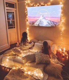 Decoration Design Check out this perfect movie night setup! Mark your film friend! , , , , Episodes of Decoration Design Check out this perfect movie night setup! Sleepover Room, Fun Sleepover Ideas, Sleepover Activities, Room Ideas Bedroom, Bedroom Decor, Bedroom Modern, Bedroom Wall, Hangout Room, Cute Room Decor