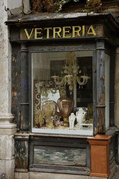 Venice, Italy - a little Venetian glass store. Beautiful shops, markets and cafes. Antique Shops, Vintage Shops, Miss Clara, Tante Emma Laden, Boutiques, Tableaux Vivants, Glass Store, Shop Fronts, Venetian Glass