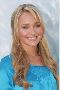 Hayden Panettiere has her hair styled very long with a wave to it. The style is romantic as Hayden has the hair draped down over the shoulders and a fringe added to the forehead. The look is stylish and attractive.For this cut, Hayden's hair is long.Her hair colour is blonde.