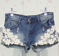 For Ash DIY shorts con encaje Lace Jean Shorts, Jeans Denim, Denim And Lace, Skinny Jeans, Ripped Denim, Blue Denim, Lace Jeans, Denim Bag, Flower Fashion