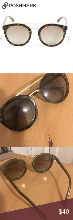 Guess Round Top-Bar Sunglasses In amazing condition, worn once! Super cute and trendy right now. Guess Accessories Sunglasses