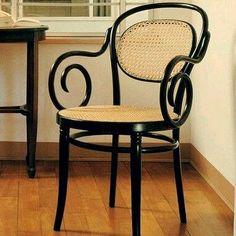 Arte em Palha (Empalhamentos, Itu/SP)  11 97040-6441 / 11 4025-2175  #cadeira #poltrona #thonet #vintage #chair #armchair #chaircaning #palhinha #silla #rejilla #antyk #antique #deco #decor #decoração #tarde #tardezinha #boatardee #boatardeee