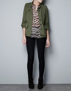 Military jacket over patterned sheer button-up, skinnies and boots by Zara. Green Parka, Green Jacket, Olive Green Blazer, Cool Outfits, Casual Outfits, Black And White Tops, Blazer Outfits, Work Fashion, Fall Fashion