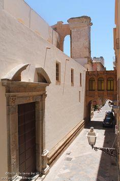 Trapani affitto di lusuoso appartamento nel cuore del centro storico, vicino la Cattedrale e a pochi metri da spiagge e aliscafi per le Egadi.