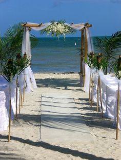 Pretty Altar Alternatives for Beach Weddings - Sortrature