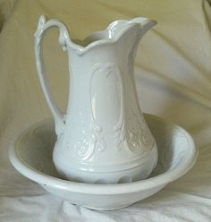 An elegant Victorian antique wash bowl and water pitcher set from England. Brown Line, Pots, Vintage Dishes, White Pitchers, White Dishes, Neutral, Milk Glass, Bowl Set, Pottery