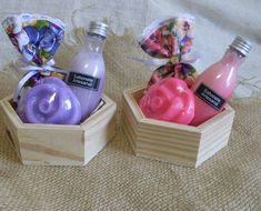 Soap as gifts Homemade Gift Baskets, Diy Gift Baskets, Gift Hampers, Baby Shower Return Gifts, Soap Display, Soap Packaging, Spa Gifts, Soap Recipes, Home Made Soap