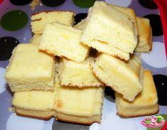 Recette empruntée à &Papilles et pupilles& Pour ce gâteau j'ai utilisé le moule tablette de chez Demarle . INGREDIENTS 4 oeufs 80 g de beurre 130 g de sucre 120 g de farine 1 sachet de levure chimique 2 citrons (non traités) PREPARATION Préchauffer le...