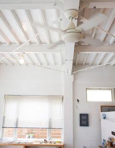 シーリングファン Ceiling Fan, Ceiling Lights, Cafe Shop, Black And White, Lighting, House Styles, Interior, Home Decor, Coffee Shops