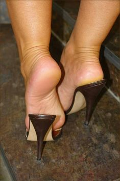 Brown mules, sweet feet, and popped heels Sexy High Heels, High Heel Mule Shoes, Sexy Legs And Heels, Hot Heels, Mules Shoes, Heeled Mules, Beautiful Toes, Beautiful High Heels, Feet Soles
