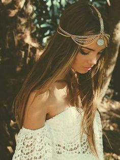 Stunning Boho White Lace Dress Girl Look. Perfect For This Summer Must Have in the Wardrobe. - Creative Designs Interior and Outdoor - Creative Home Design Ideas - Bohemian, Boho Chic And Hippie Fashion Boho Gypsy, Bohemian Mode, Bohemian Style, Hippie Style, Mode Hippie, Gypsy Style, Hippie Life, Look Fashion, Fashion Beauty
