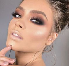 Women is close to make up. They crazily love to do make up since it adds attractiveness of the whole face. Surely make up can bring women more beautiful and adorable. There are some smart tricks in doing make up. Best Makeup Tips, Makeup Hacks, Best Makeup Products, Makeup Ideas, Makeup Tutorials, Makeup Guide, Beauty Products, Makeup Brands, Makeup Inspo