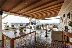 Haftaya #GalataAntiqueHotel'de muhteşem manzaralı bir terasta keyif yaparak başlayın. Start your week chilling on the terrace with a gorgeous view at #GalataAntiqueHotel #happy #terrace #Galata #Tunel #Beyoglu #Istanbul #chill #Mondayblues www.galataantiquehotel.com