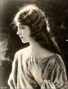 Lillian Gish has always been my idea of what Ellen O'Hara would have looked like