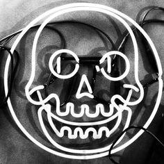 Happy Halloween from the excellent neon skull in and studio! Beer Bottle Chandelier, Crane, Neon Words, All Of The Lights, Skull And Bones, Pictogram, Light Painting, Skull Art, Happy Halloween