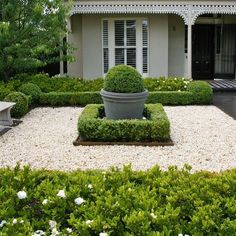 32 Awesome Ideas Front Garden And Landscaping Projects You'll Love, Concrete garden benches, stools, flower pots and several different things decorate some of the best gardens all around the land. There are several sor. Backyard Patio, Backyard Landscaping, Concrete Garden Bench, Garden Benches, Landscape Design, Garden Design, Contemporary Landscape, Front Yard Design, Pea Gravel
