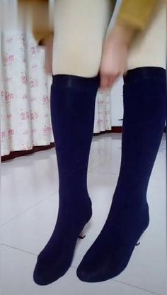 Diy socks, Reuse clothes, Reuse old clothes - Source by tanlueb - Diy Clothes Videos, Clothes Crafts, Sewing Clothes, Sewing Basics, Sewing Hacks, Sewing Tutorials, Fashion Sewing, Diy Fashion, Reuse Old Clothes