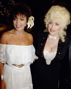 Dolly Parton and Joan Collins Dolly Patron, Dolly Parton Quotes, Dolly Parton Pictures, Star Wars, Nyc, Famous Women, Famous People, English Actresses, Blondes
