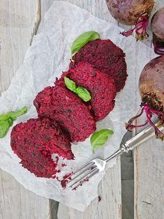 Ruokakonttuuri: Punajuuri-härkäpapupihvit || Beetroot Fava Bean Ca...