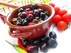 #olive nere con #pomodorini. Un favoloso piatto della tradizione culinaria pugliese.