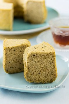 If you love tea and fluffy cakes, this earl grey tea chiffon cake is for you. Even though you don't drink tea, you'd like it after the first bite. This elegant chiffon cake doesn't taste too sweet.