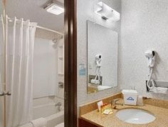 Denton (TX) Days Inn Denton United States, North America Days Inn Denton is perfectly located for both business and leisure guests in Denton (TX). Offering a variety of facilities and services, the hotel provides all you need for a good night's sleep. Service-minded staff will welcome and guide you at the Days Inn Denton. Guestrooms are fitted with all the amenities you need for a good night's sleep. In some of the rooms, guests can find air conditioning, heating, wake-up serv...