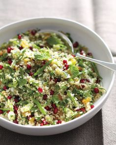 Golden raisins, parsley leaves, and ruby-red pomegranate seeds add color to this fiber-rich bulgur salad. Lunch Recipes, Salad Recipes, Cooking Recipes, Healthy Recipes, Bulgur Recipes, Skinny Recipes, Barley Salad, Soup And Salad, Farro Salad