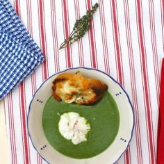 Spinach soup with poached egg (translator on sidebar)