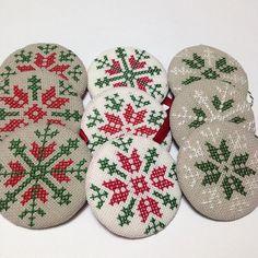 The #ornaments are in the shop!!  You can get a ready made set, or order your own coice of color and pattern  Link is in the bio! #yılbaşı süsleri dükkana eklendi . İster hazırlardan seçin, ister renk ve desen seçip özel sipariş verin. Adres profilde! #christmasmakes #christmasornaments #yilbasisusleri #etsyshop #handmade