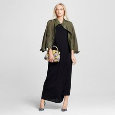 The hardest-working piece in your seasonal wardrobe: the T-Shirt Maxi Dress - Who What Wear™. It's as essential as that perfect T-shirt, serving as a base layer for smart weekday looks with a crisp belt and professional jacket. On the weekend, transform it with a bomber, sneakers and bold earrings.