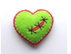Zombie Heart Brooch by TheDollCityRocker on Etsy, Sewing Toys, Sewing Crafts, Sewing Projects, Craft Projects, Cute Crafts, Crafts To Make, Diy Crafts, Halloween Sewing, Halloween Crafts