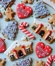 Christmas house cookies With hole to hang Link may be in other language...