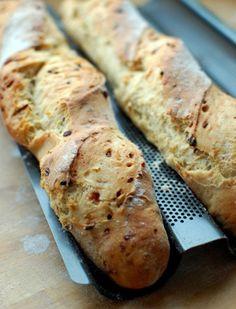 Egyik barátnőmet elhívta a szomszédasszonya a Kismamák kenyérsütő körébe.Igen, tényleg létezik ilyen, az USA-ban múlatják ezzel az időt a... Croissant Bread, Hungarian Recipes, Ciabatta, How To Make Bread, Winter Food, Bakery, Usa, Diet, Bakery Shops