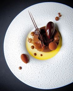 Join our new video channel @foodstarz_video Foodstar Roger van Damme (@rogervandamme) shared a new image via Foodstarz PLUS /// Chocolade Krokant Karamel, Chocolademousse, Chocolade-Aarde, Olijfolie En Koffie #chocolate #caramel #coffee #sweet #pastrychef #foodstarz If you also want to get featured on Foodstarz, just join us, create your own chef profile for free, and start sharing recipes, images and videos. Foodstarz - Your International Premium Chef Network