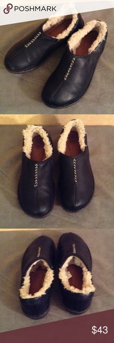 Ugg size 9 Leather Shoes Ugg size 9 Leather Shoes pre-loved comfortable shoes UGG Shoes Flats & Loafers