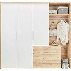 Als ein ausgewogenes und kompaktes Wohnelement zeigt sich dieser Kleiderschrank in Weiß und Eiche. Ca. 221,8x210,2x62,1cm (B/H/T) groß und vom Design her zeitlos konzipiert, harmoniert er mit diversen Einrichtungsstilen - von klassisch bis modern. Eine Mischung aus geschlossenen und offenen Fächern gibt diesem Kleiderschrank das besondere Etwas und macht ihn zum perfekten Ordnungshüter! Auf 2 Kleiderstangen können Sie Hemden und Blusen knitterfrei a