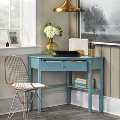 Low Shelves, Open Shelving, Home Office Furniture, Furniture Deals, Pallet Furniture, Furniture Design, Small Space Living, Small Spaces, Small Desk Space