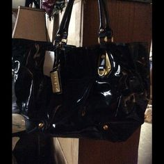 FINAL SALE Brand New Steve Madden Large Bag Brand new with tags Steve Madden Black caw leather trim and canvas large bag. With lots of pockets in side. Perfect for traveling. Steve Madden Bags