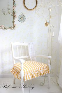 Biljana Shabby:Romantic Shabby Chic Design Interier Shabby Chic Stil, Romantic Shabby Chic, Shabby Chic Furniture, Chair, Design, Home Decor, Decoration Home, Room Decor