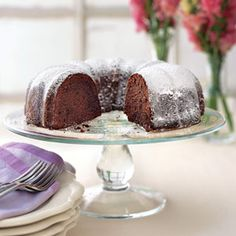 Buttermilk-Mexican Chocolate Pound Cake Buttermilk is the surprising secret ingredient in this tender, rich chocolate pound cake. Instead of calling for Mexican chocolate, the same flavor is created with semisweet chocolate and cinnamon. Mexican Chocolate Cakes, Best Chocolate Desserts, Chocolate Pound Cake, Delicious Chocolate, Chocolate Syrup, Party Desserts, Just Desserts, Delicious Desserts, Dessert Recipes
