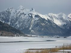 Blick auf Sihlsee und Studen im Kanton Schwyz First Snow, Mount Everest, Europe, Live, Fall, Travel, Beautiful, Lakes, Mountains