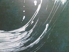 Fabienne Verdier, inspirée par la vague d'Hokusai, toile faite suite au Tsunami Japonais.