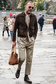 外羽根ブラウンストレートチップでアースカラーのスタイリングを上品にまとめる Mature Mens Fashion, Womens Fashion, Stylish Men, Men Casual, Looks Style, My Style, Men With Grey Hair, Herren Outfit, Mode Chic