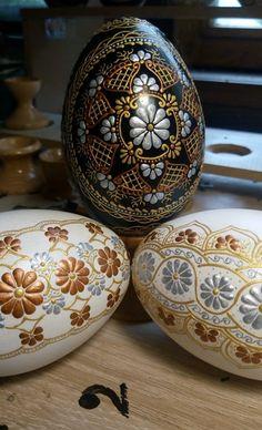 Egg Shell Art, Ukrainian Easter Eggs, Egg Art, Egg Decorating, Egg Shells, Spring Crafts, Mixed Media Art, Mandala, Holidays
