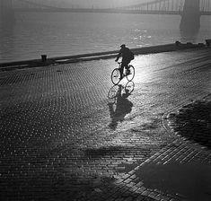Évtizedekig egy raktárban lapultak ezek a Budapestről készült fotók - Mai Manó Ház Blog Old Bikes, History Photos, Sports Photos, Budapest, Vintage Images, Hungary, Apocalypse, Black And White, City