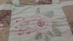Mantel bordado y patchwork