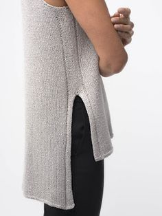 A simple, ribbed detail runs along the sides and armhole edges, defining the high-low hem and side slits of Nova. A low collar balances out the elongated body making an elegant statement. Knitting Blogs, Lace Knitting, Knitting Designs, Knitting Projects, Knit Crochet, Knitting Patterns, Crochet Patterns, Pullover Outfit, Knitwear Fashion